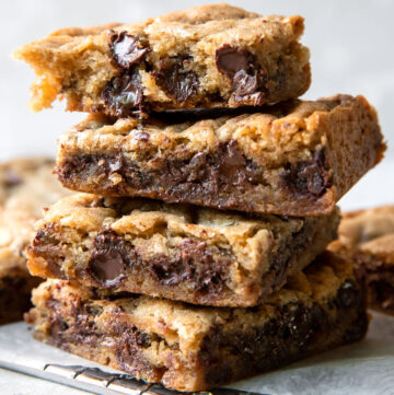cookie bars with dark chocolate chips and ginger
