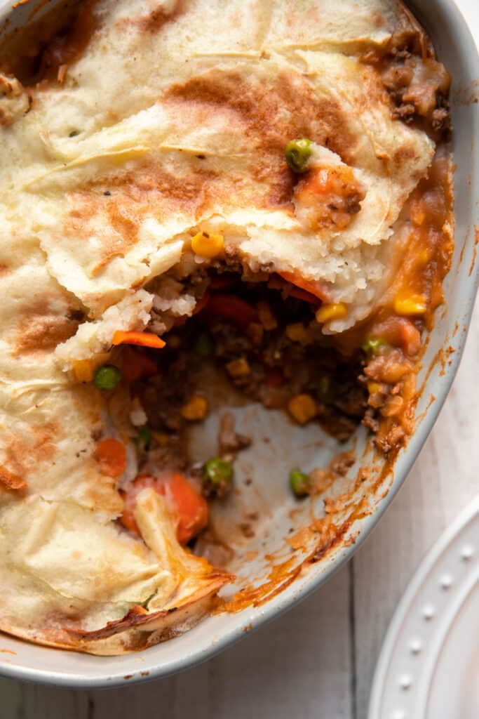 ground beef shepherds pie with carrots peas and corn