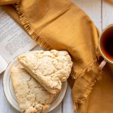 soft english scones with tea