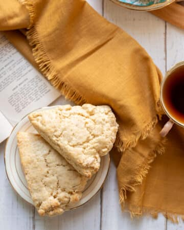 soft english scones with tea