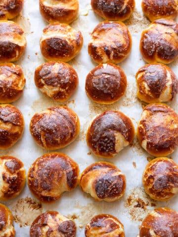 soft pretzel balls and beer cheese fondue