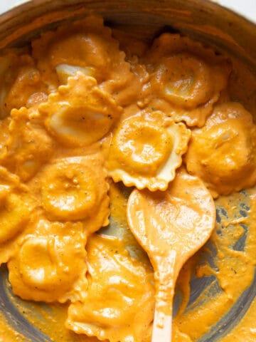 ravioli in pumpkin cream sauce